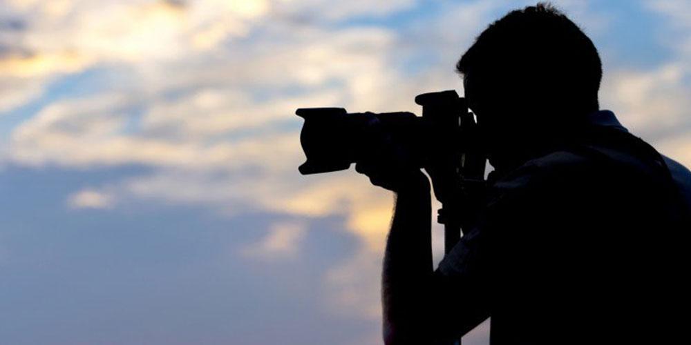 Filmare e fotografare sconosciuti: quando si può fare legalmente